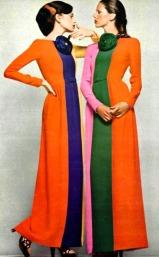 Modelle che indossano abiti a tre colori di Lanvin, 1972