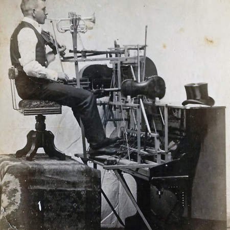 One man band, fine 1800