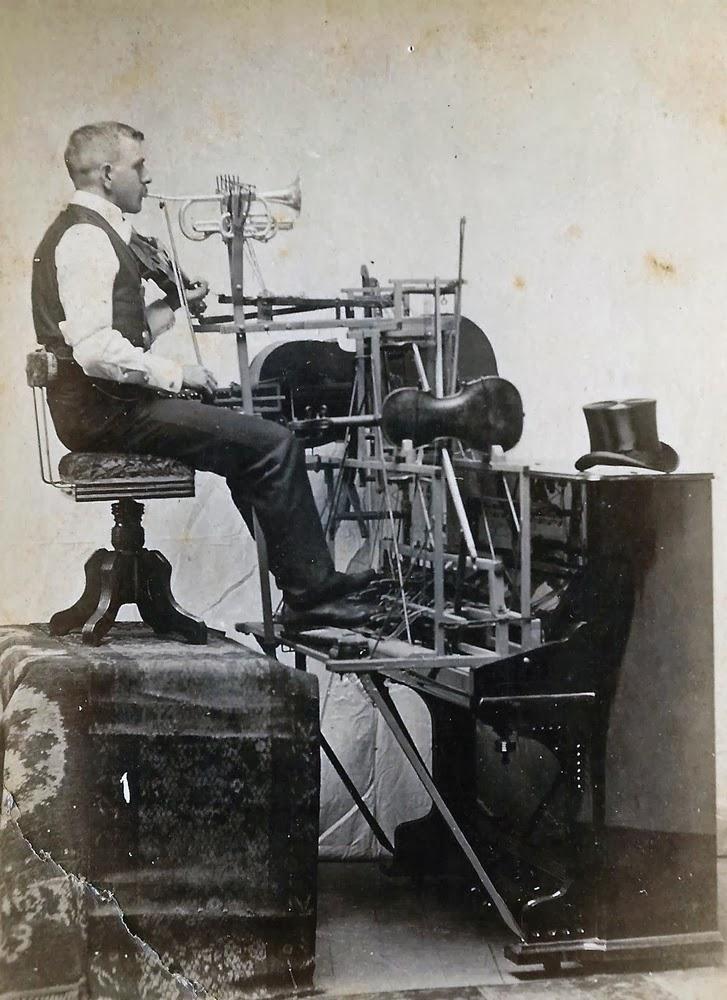 One man band, fine 1800