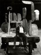 Lo scultore David Smith fotografato da Ugo Mulas