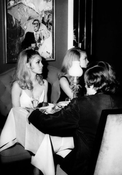 Sharon Tate, Barbara Bouchet e Roman Polanski al Playboy Club di Londra