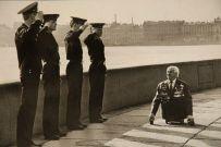 Studenti salutano un veterano URSS, 1989