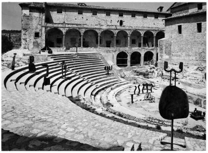Ugo Mulas – Sculture nella città, Spoleto,1962. David Smith – © Eredi Mulas