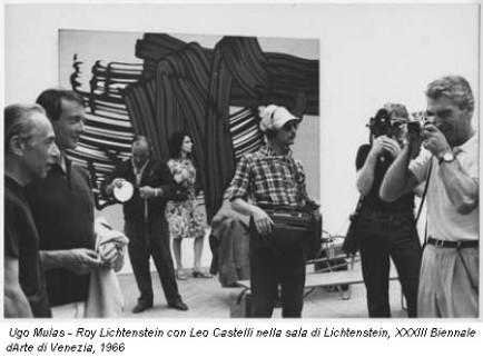 Ugo Mulas -Roy Lichtenstein con Leo Castelli nella sala di Lichtenstein, XXXIII Biennale d'Arte di Venezia, 1966