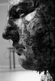 Vettor Pisani, Camera dell'eroe (Venere di cioccolato), 1970. Vitalità del negativo, Roma, 1970. © Fotografie di Ugo Mulas © Eredi Ugo Mulas. Tutti i diritti riservati