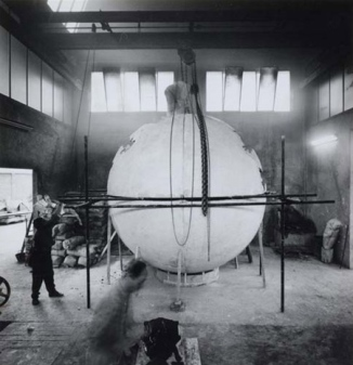 Arnoldo Pomodoro sculpture at the foundry (pair of variant images) , ca. 1960–1969. Fotografia di Ugo Mulas