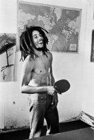 Bob Marley gioca a ping pong, circa 1980
