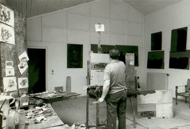 Ennio Morlotti nel suo studio , 1965–1970. Fotografia di Ugo Mulas ...