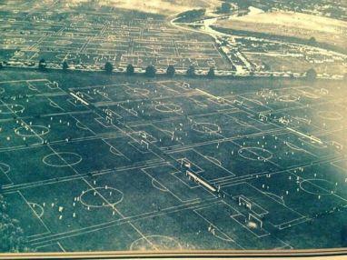 Hackney Paludi, Londra, detiene il record mondiale per il maggior numero (88) campi da calcio in un unico luogo. 1951