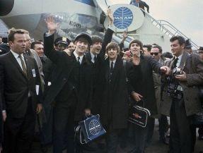 I Beatles arrivano a JFK per la loro prima visita negli Stati Uniti (1964)