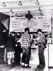 Il primo hamburger stand di McDonald è stato aperto a San Bernardino, California nel 1948