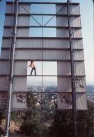 Jackie Chan scala la scritta di Hollywood nei primi anni '90