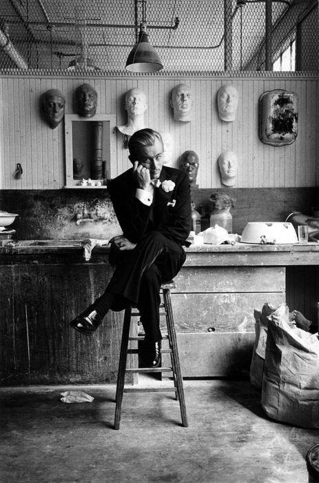 "James Dean durante le riprese di ""Giant"", 1955"