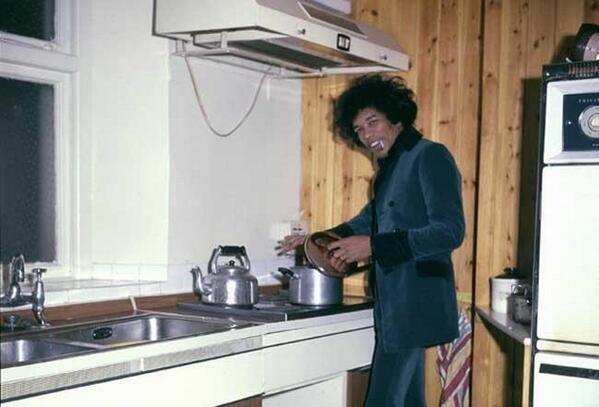 Jimi Hendrix in cucina, 1969