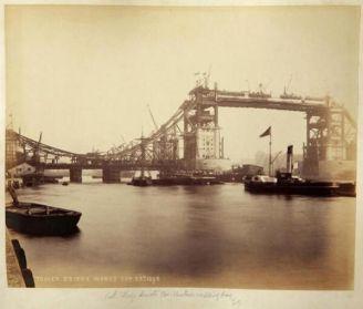 La costruzione del Tower Bridge - 1892 Londra, Inghilterra