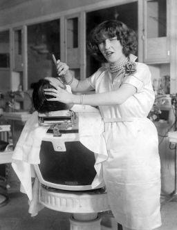 La prima parrucchiera con licenza di New York, 1927