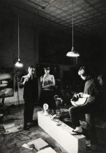 Leo Castelli e Signora nello studio della scultrice Lee Bontecou. Fotografia di Ugo Mulas