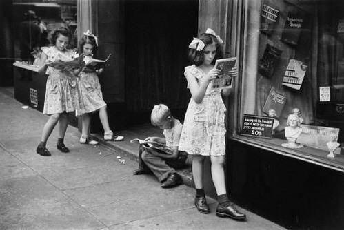 Lettori di fumetti. New York, 1947