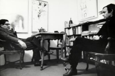 Mario Schifano e G. Marconi nello studio della gall. Marconi - mi , 1964–1965. Fotografia di Ugo Mulas