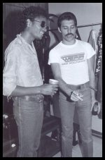 Michael Jackson e Freddie Mercury dietro le quinte a The Los Angeles Forum, 1980