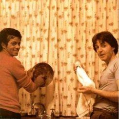 Michael Jackson e Paul McCartney lavano i piatti, 1983