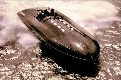 Miss Canada IV. Ha raggiunto la velocità di quasi 200 miglia all'ora. Barca di legno veloce, anni 50