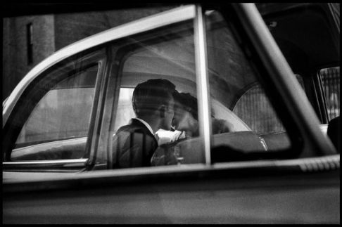 New York City, 1955. Fotografia di Elliott Erwitt