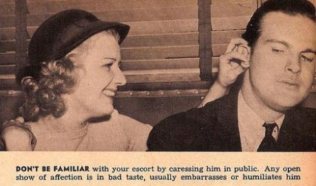 Non mostrate familiarità con il vostro accompagnatore accarezzandolo in pubblico. Una palese manifestazione di affetto è di cattivo gusto, solitamente lo imbarazza o lo umilia