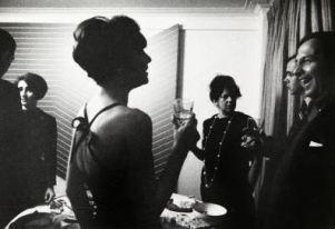 Party in casa Castelli. Fotografia di Ugo Mulas