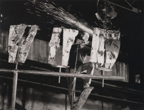 Pietro Consagra, Italsider Savona, 1962. Fotografia di Ugo Mulas