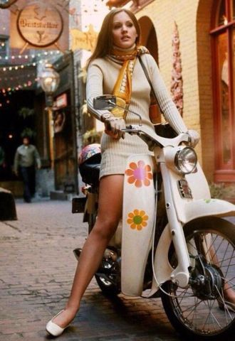 Ragazza in scooter, 1969