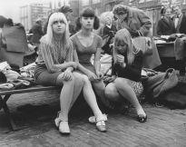 Teenager a Waterlooplein, Amsterdam, 1966 - Foto di Ed van der Elsken