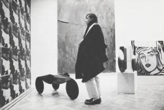 Visitatore nella galleria di Leo Castelli New York , 1964. Fotografia di Ugo Mulas