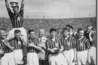 1956 finale di FA Cup. Manchester City, il portiere Bert Trautmann ha giocato gli ultimi 15 minuti con il collo spezzato