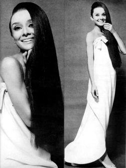 Audrey con i capelli lunghi, 1964. Fotografia di Cecil Beaton per Vogue