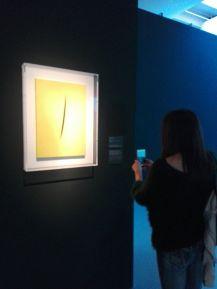 """""""Concetto spaziale. Attesa"""" di Lucio Fontana, 1960 @ Centro Pecci di Prato - La fine del mondo"""