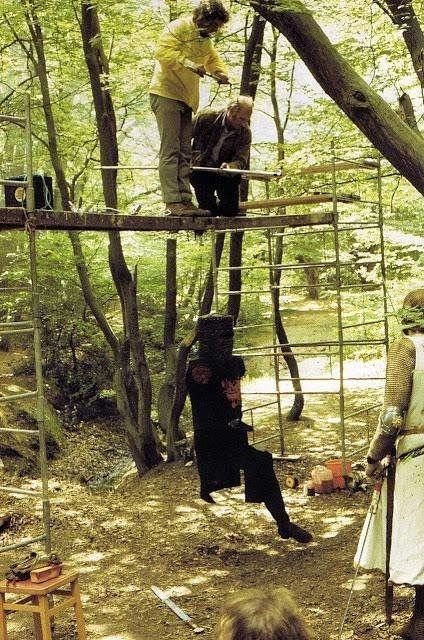 Le riprese della scena Il Cavaliere Nero di Monty Python e il Sacro Graal nel 1974
