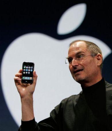 Steve Jobs annuncia il primo iPhone, 2007