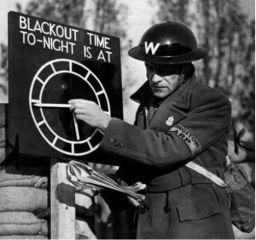 Un inglese addetto alle questioni di guerra durante 'The Blitz'