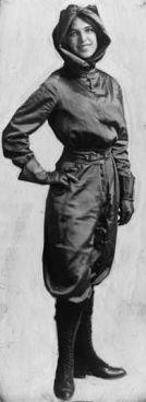 Harriet Quimby è stata la prima donna ad ottenere il brevetto di pilota negli Stati Uniti nel 1911