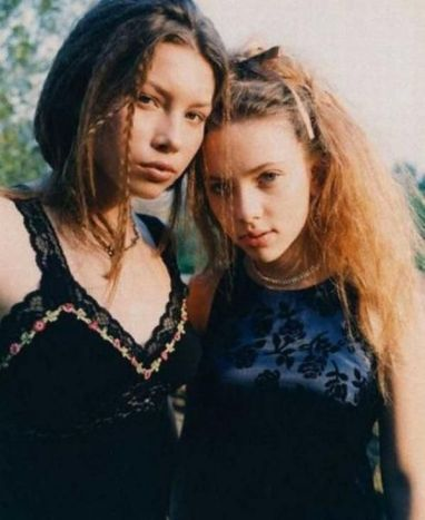 Jessica Biel e Scarlett Johansson nel 1998