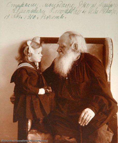 Leo Tolstoy con la nipote Tatiana, Yasnaya Polyana, Russia, intorno al 1910