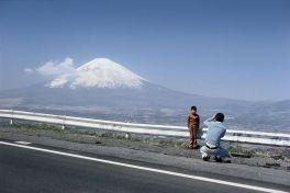 Monte Fuji, Giappone - 1977. Foto di Elliott Erwitt