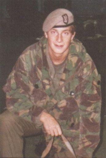 Nel 1996, Bear Grylls ha avuto un incidente di paracadutismo e si è rotto la schiena. 2 anni dopo salì sulla cima del Monte Everest
