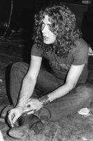 Robert Plant a Londra, 1975. Fotografia di Kate Simon