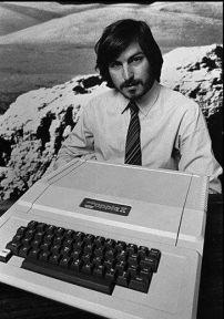 Steve Jobs presenta il nuovo computer Apple II nel 1977