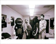Backstage dei Nirvana ad Halloween, 1993 (Cobain è Barney)