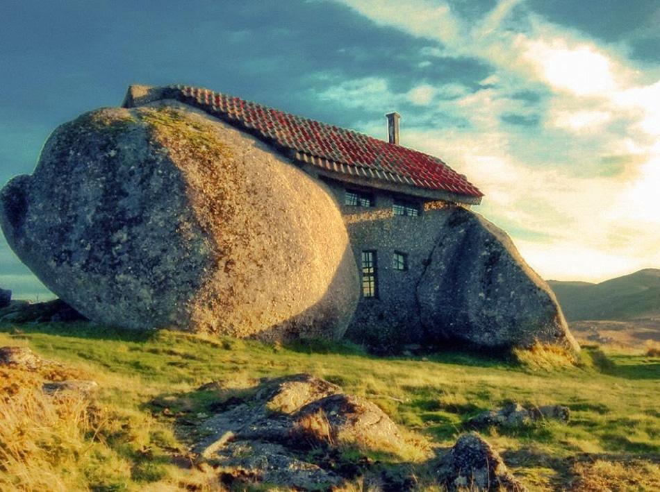 La Casa Nella Roccia.Curkilltheblog Casa De Penedo In Portogallo La Casa Nella Roccia
