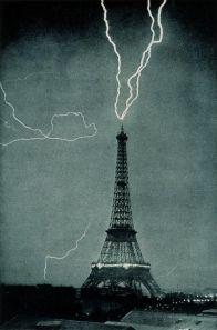Fulmine colpisce la Torre Eiffel, 1902