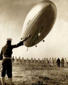 Lo sbarco dell'Hindenburg all'aeroporto di Lakehurst nel maggio 1936, circa un anno prima del disastro